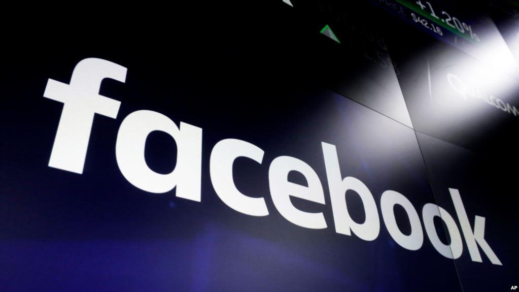 Logo de Facebook en las pantallas del Nasdaq MarketSite. Times Square, Nueva York. Foto   fuente externa