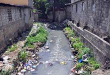 Camion vierte desechos solidos en Cañada Santiago